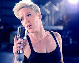 "Imagem: Pink lança clipe de ""Are We All We Are"""