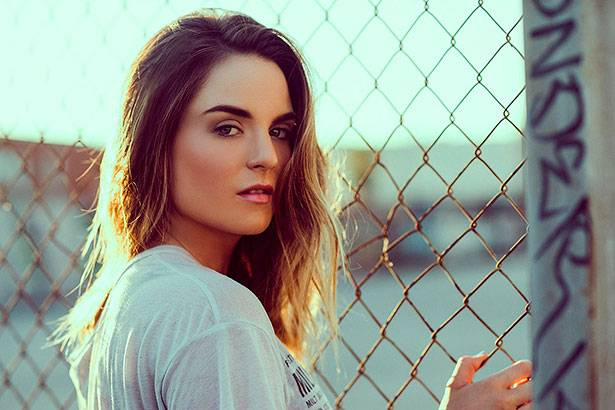 "Imagem: JoJo lança clipe do single ""When Love Hurts"""