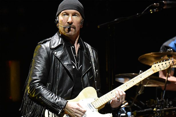 Imagem: The Edge, guitarrista do U2, toca na Capela Sistina