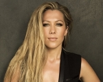 Noticia: Colbie Caillat divulga lyric video de
