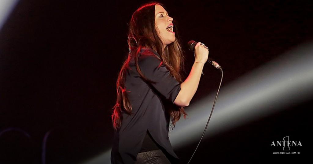 Placeholder - loading - Alanis Morissette performa em show ao vivo - Photoshoot/Divulgação