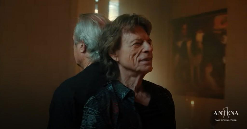 Placeholder - loading - Mick e Chris Jagger no video da nova canção