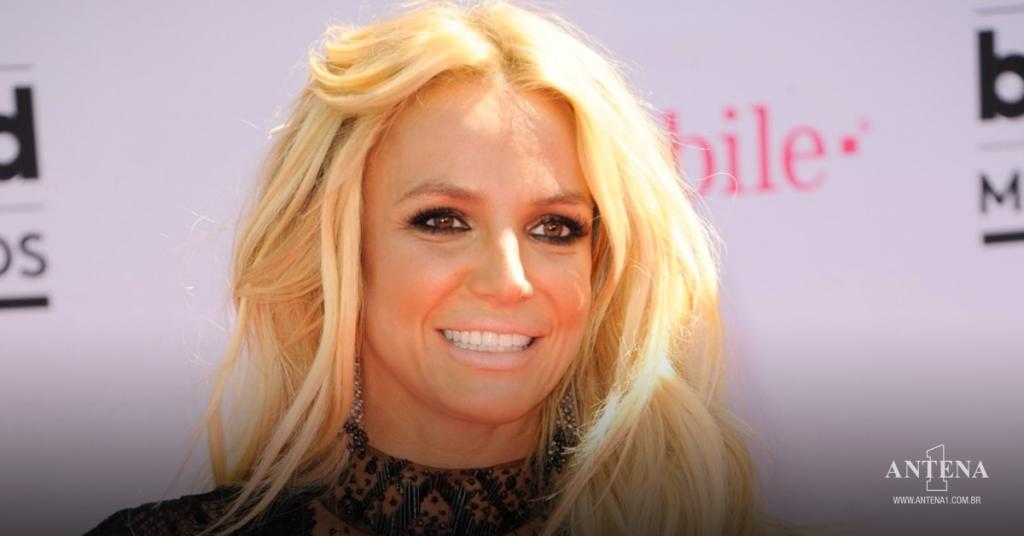Placeholder - loading - Britney Spears em tapete vermelho concedendo entrevista – Foto/Divulgação