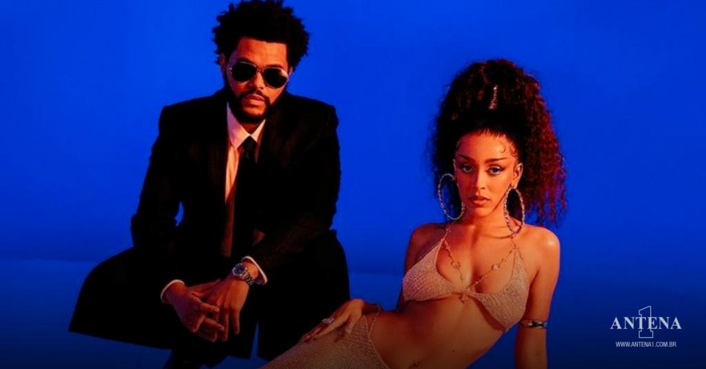 Placeholder - loading - Doja Cat e The Weeknd em fundo azul – Photoshoot/Divulgação