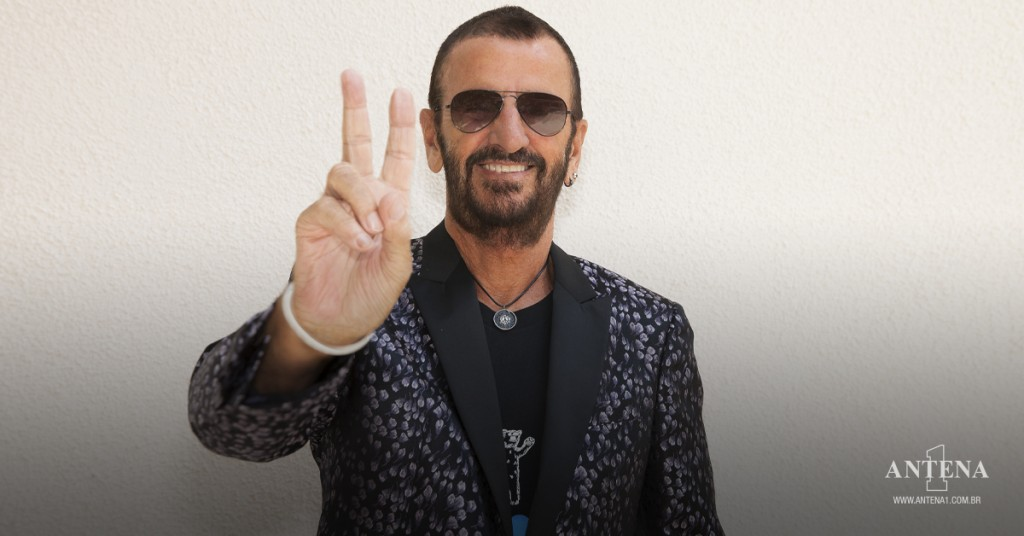 Placeholder - loading - Ringo Starr em fundo branco