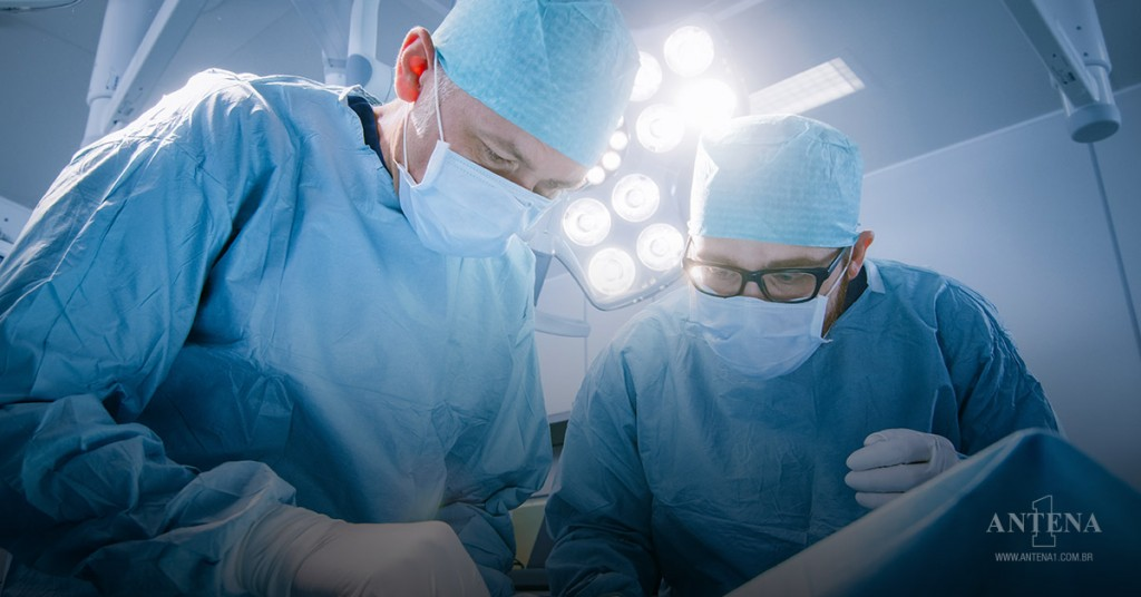 Placeholder - loading - Equipe do Dr. Roberto Luiz da Silva trabalha em maneiras de fazer operação sem haver contato sanguíneo/Divulgação