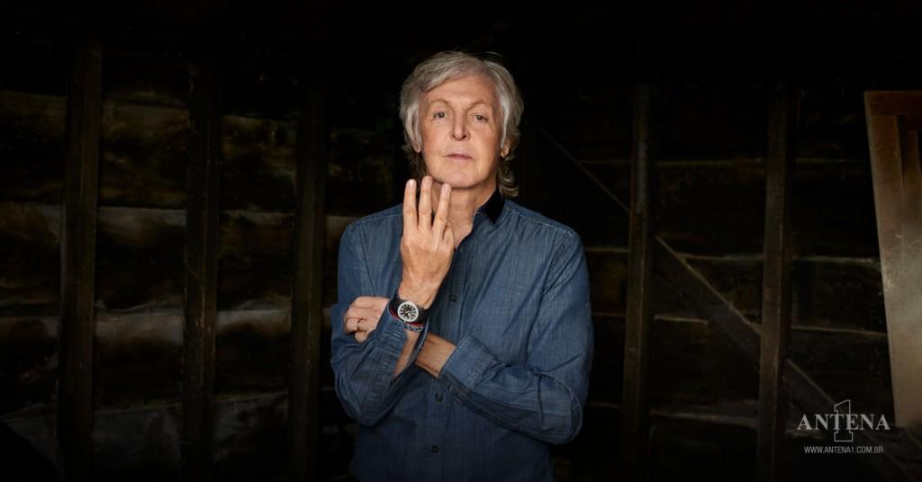 Placeholder - loading - Paul McCartney em fundo preto