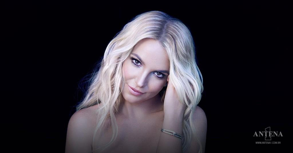 Placeholder - loading - Britney Spears em fundo preto – Photoshoot/Divulgação