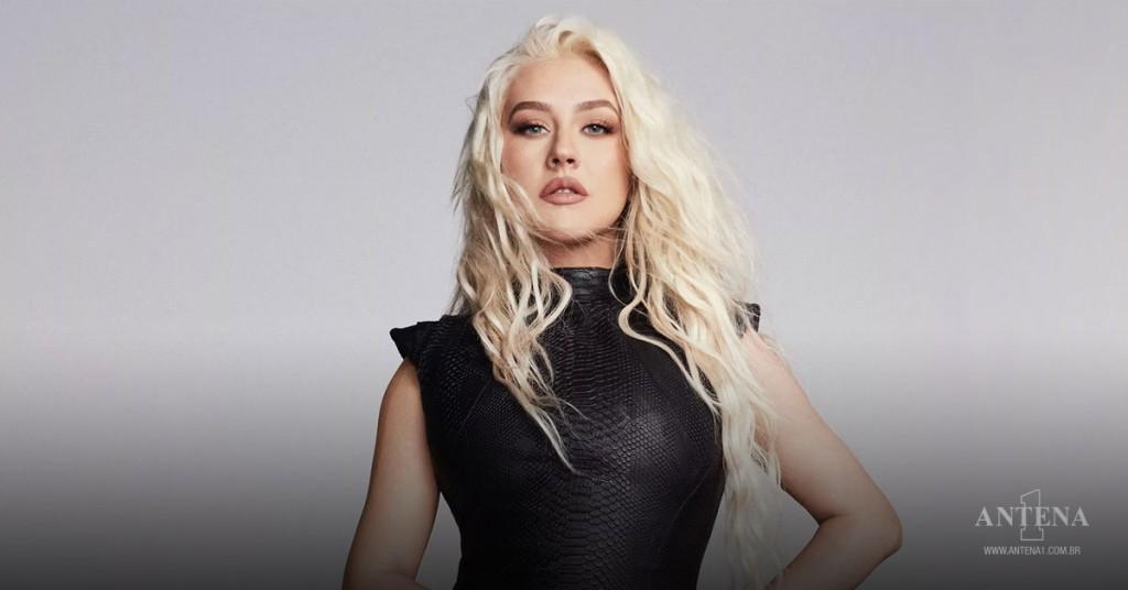 Placeholder - loading - Christina Aguilera em fundo cinza