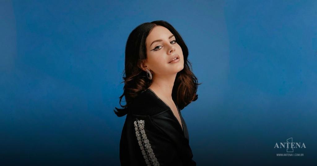Placeholder - loading - Lana Del Rey em fundo azul