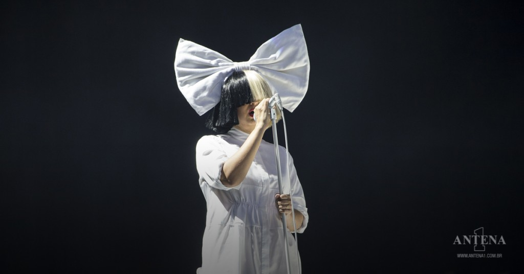 Placeholder - loading - Sia performs onstage on 2016 Coachella Valley Music & Arts Festival in Indio, California/Divulgação