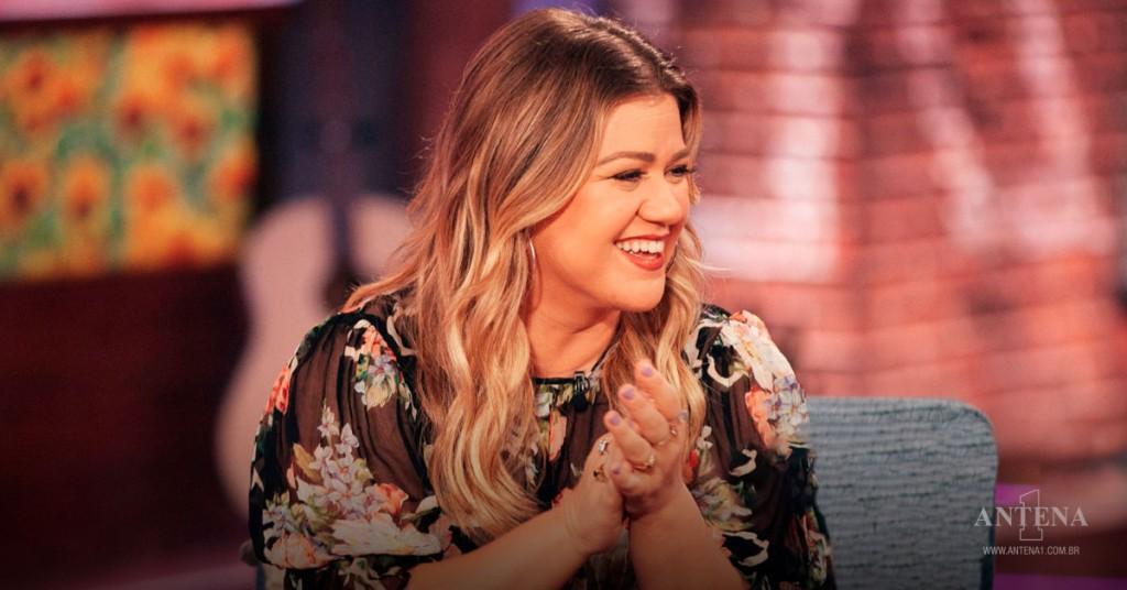 Placeholder - loading - Kelly Clarkson em seu programa ao vivo