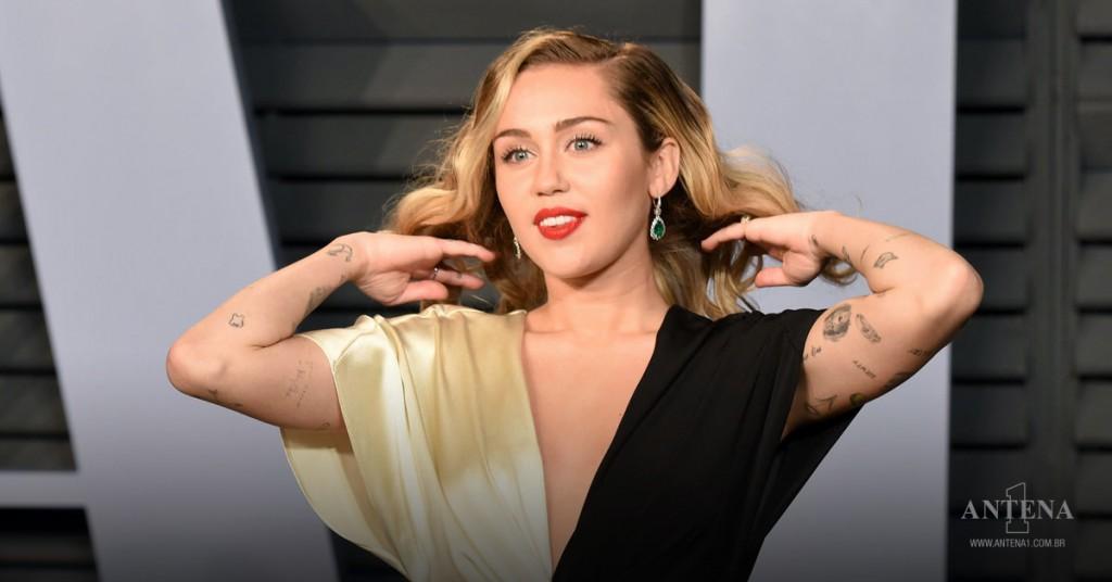 Placeholder - loading - Miley Cyrus chega à festa do Oscar na Vanity Fair, dia 4 de março de 2018/Divulgação