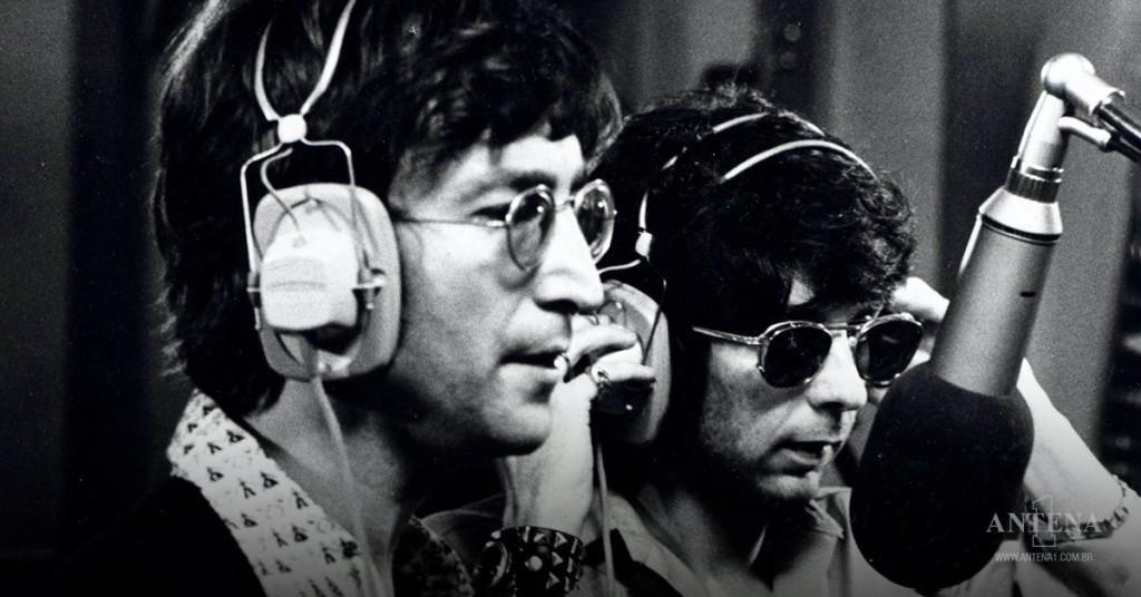 Placeholder - loading - John Lennon e Phil Spector no estúdio gravando – Photoshoot/Divulgação