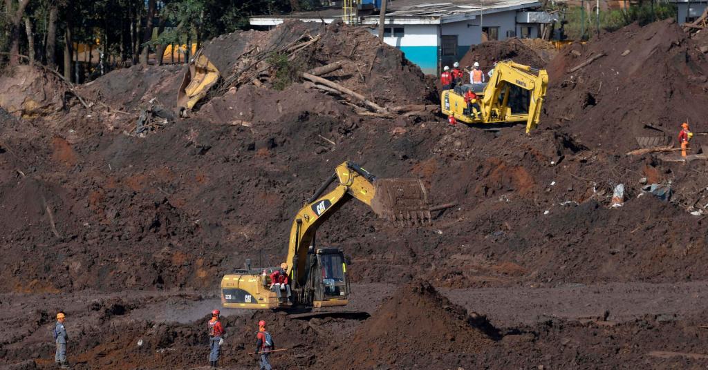 Placeholder - loading - Bombeiros trabalham em busca de vítimas de tragédia de Brumadinho 10/02/2019 REUTERS/Washington Alves