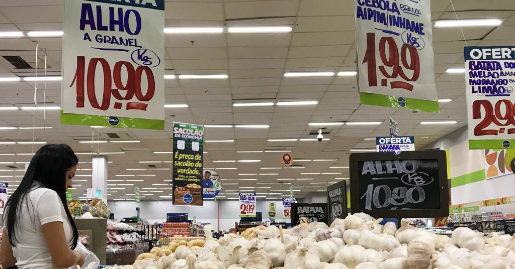 Placeholder - loading - Cliente faz compras em supermercado no Rio de Janeiro 28/07/2018 REUTERS/Sergio Moraes