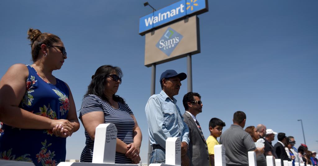 Placeholder - loading - Pessoas prestam homenagem a vítimas de massacre em El Paso, no Texas 05/08/2019 REUTERS/Callaghan O'Hare