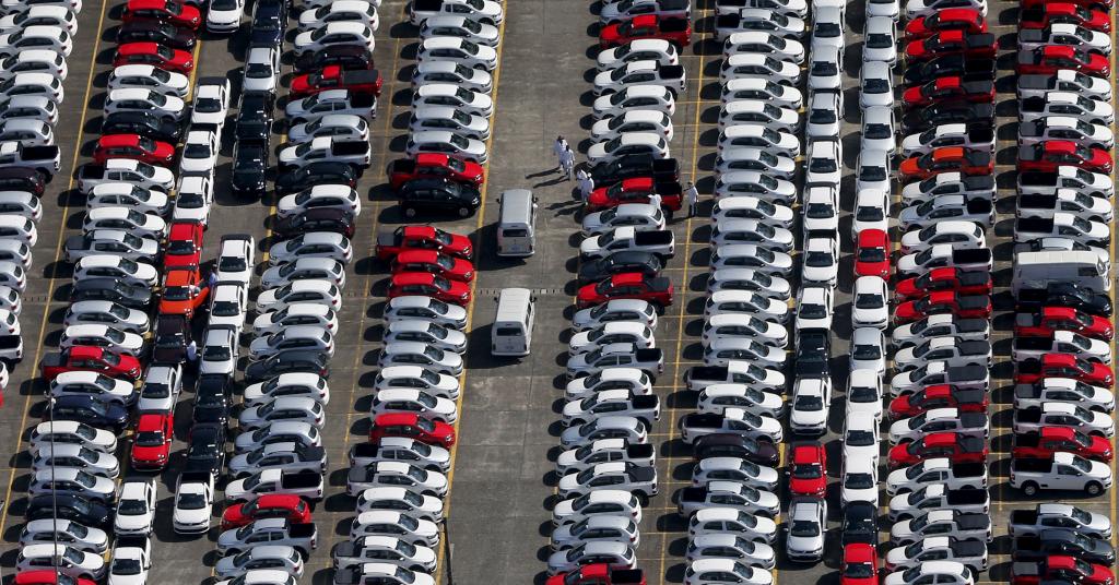 Placeholder - loading - Veículos recém-fabricados da Volkswagen em São Bernardo do Campo, SP 02/04/2015 REUTERS/Paulo Whitaker