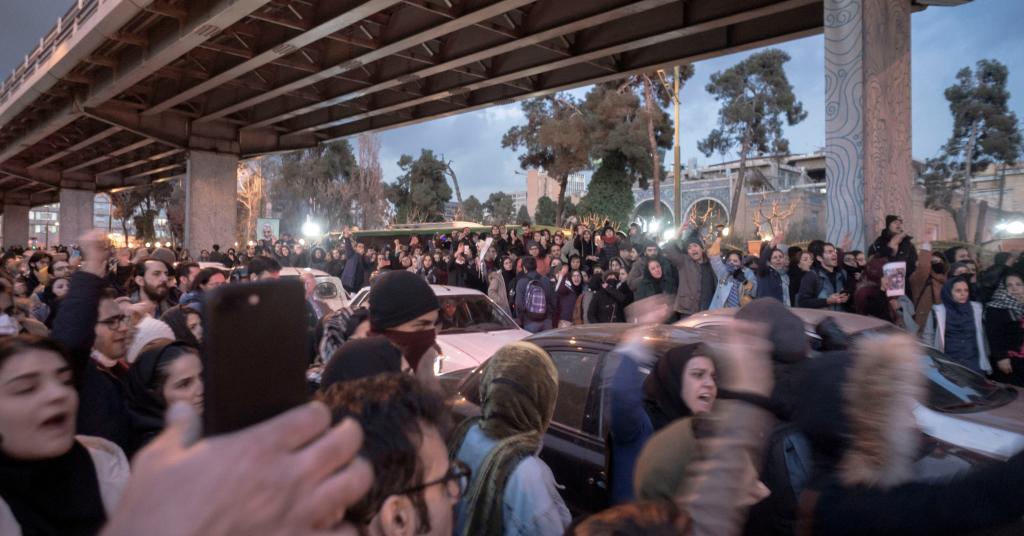 Placeholder - loading - Protesto em Teerã 11/1/2020   mídia social/via REUTERS