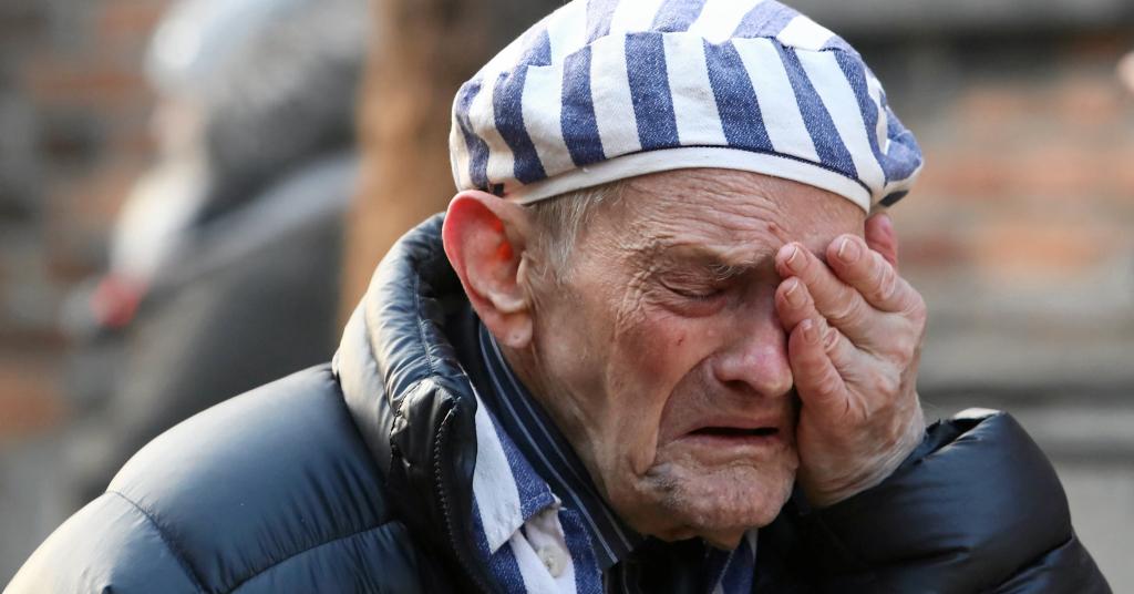 Placeholder - loading - Sobrevivente chora durante cerimônia para marcar libertação do campo de Auschwitz 27/01/2020 Jakub Porzycki/Agencja Gazeta via REUTERS