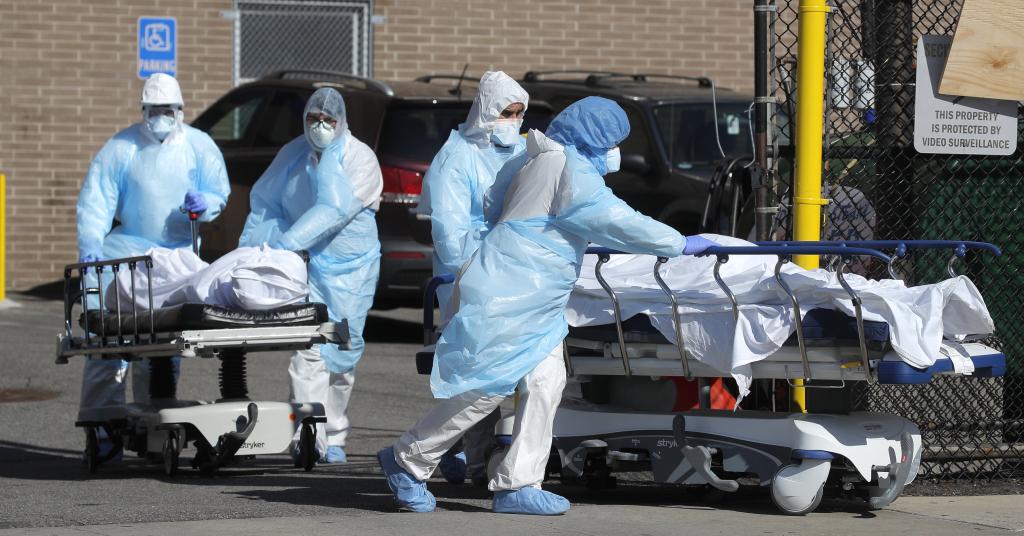 Placeholder - loading - Pacientes são transferidos em Nova York 06/04/2020 REUTERS/Brendan Mcdermid