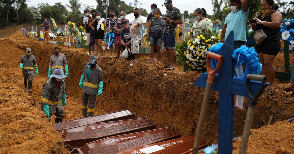 Placeholder - loading - Enterro de vítimas fatais de Covid-19 em Manaus 28/04/2020 REUTERS/Bruno Kelly