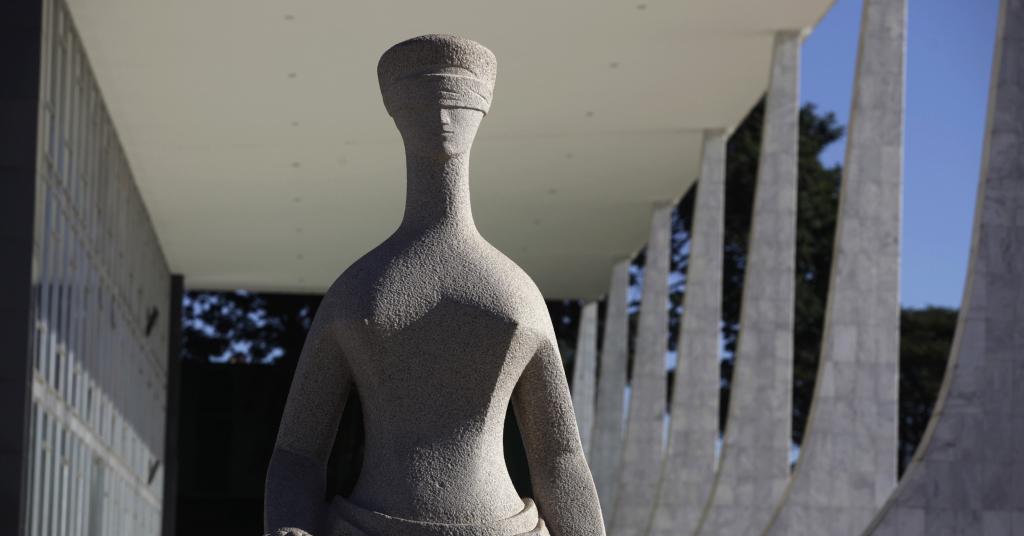 Placeholder - loading - Estátua da Justiça do lado de fora do prédio do Supremo Tribunal Federal em Brasília 07/04/2010 REUTERS/Ricardo Moraes