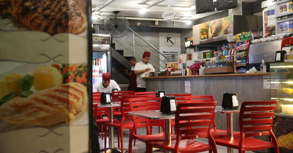 Placeholder - loading - Restaurante vazio em São Paulo durante pandemia de Covid-19 19/03/2020 REUTERS/Rahel Patrasso