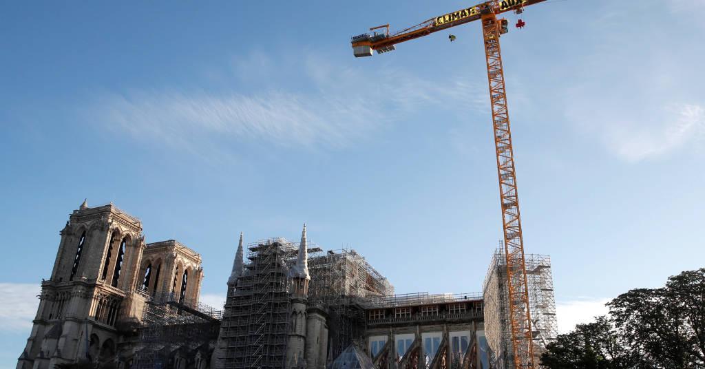Placeholder - loading - Ativistas do Greenpeace exibem cartaz em Notre-Dame por ação imediata contra mudança climática 09/07/2020 REUTERS/Gonzalo Fuentes