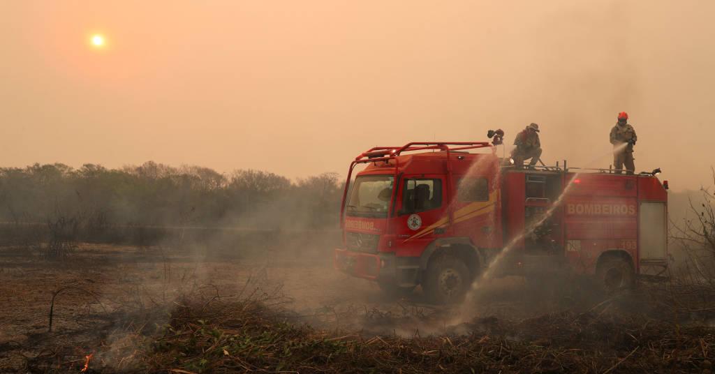Placeholder - loading - Bombeiros trabalham no combate a queimada em Poconé (MT), área de Pantanal  28/08/2020 REUTERS/Amanda Perobelli