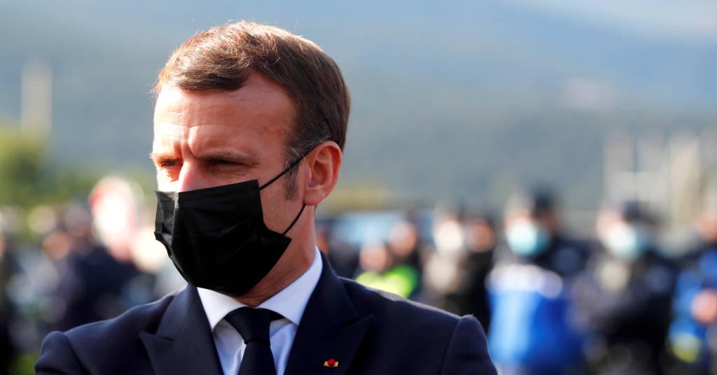 Placeholder - loading - Presidente da França, Emmanuel Macron, fala com policiais na fronteira entre França e Espanha 05/11/2020 Guillaume Horcajuelo/Pool via REUTERS
