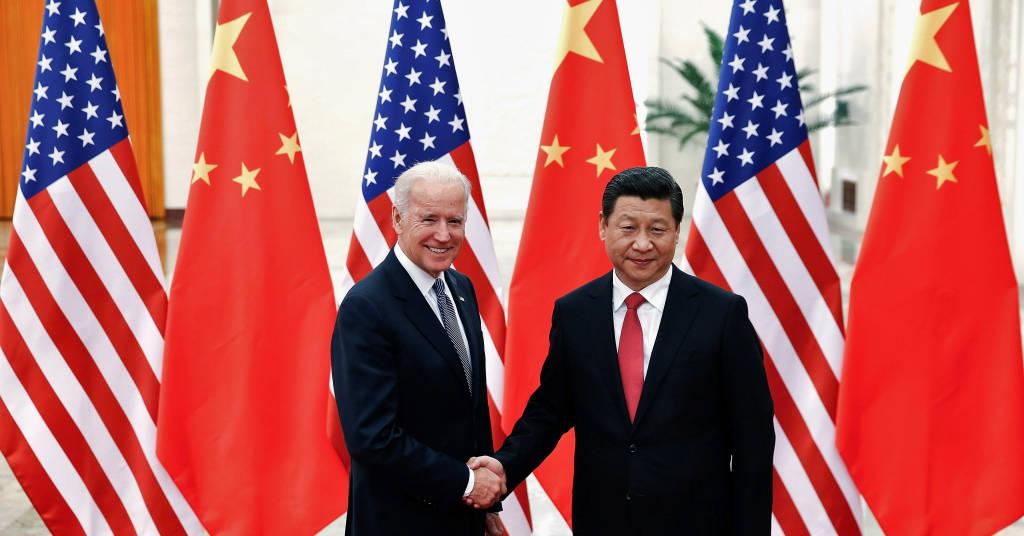 Placeholder - loading - Presidente da China, Xi Jinping, cumprimenta então vice-presidente dos EUA, Joe Biden, em Pequim em 2013 04/12/2013 REUTERS/Lintao Zhang/Pool