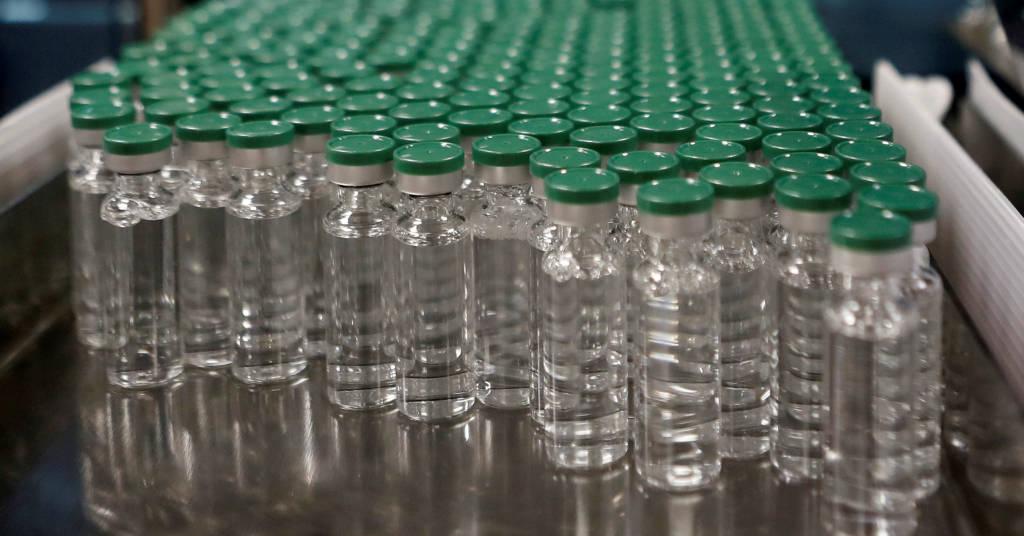 Placeholder - loading - Recipientes de vacina da AstraZeneca contra a Covid-19 em laboratório na Índia 30/11/2020 REUTERS/Francis Mascarenhas