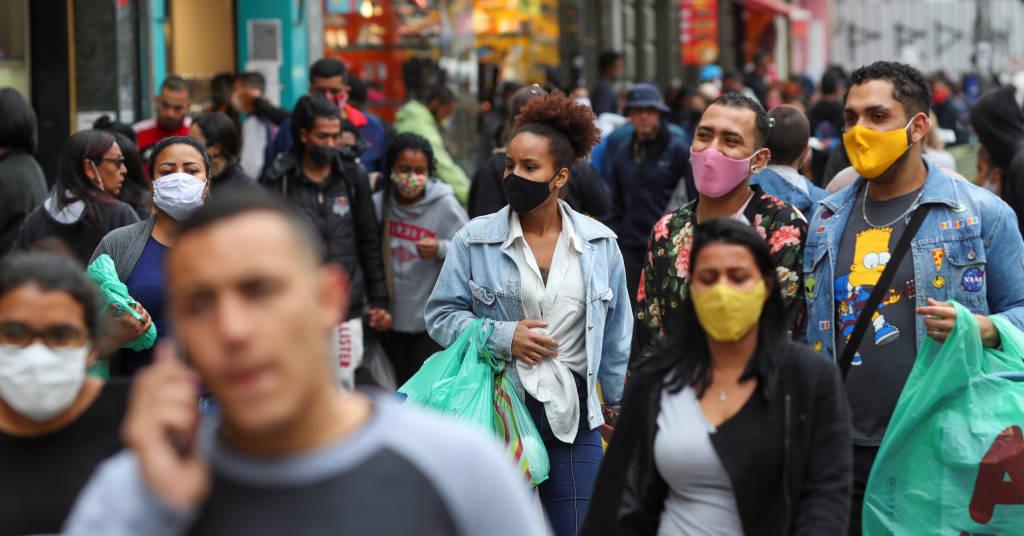 Placeholder - loading - Pessoas caminham em distrito de comércio popular em São Paulo durante pandemia de coronavírus 15/07/2020 REUTERS/Amanda Perobelli