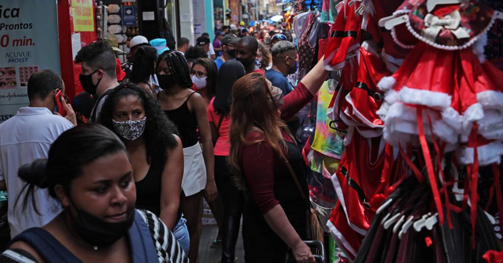Placeholder - loading - Pessoas se aglomeram em rua de comércio popular em São Paulo 21/12/2020 REUTERS/Amanda Perobelli