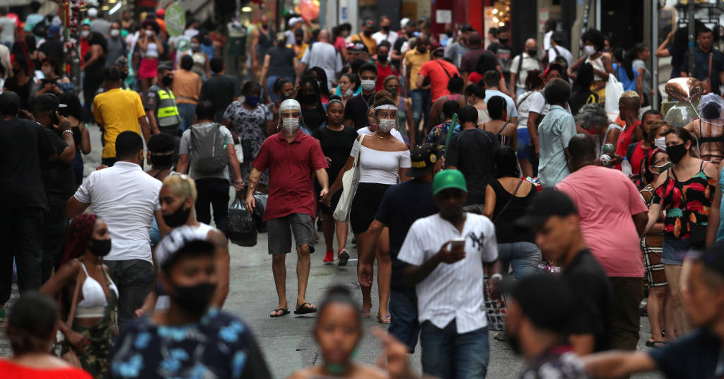 Placeholder - loading - Pessoas caminham por rua de comércio popular no centro de São Paulo 21/12/2020 REUTERS/Amanda Perobelli