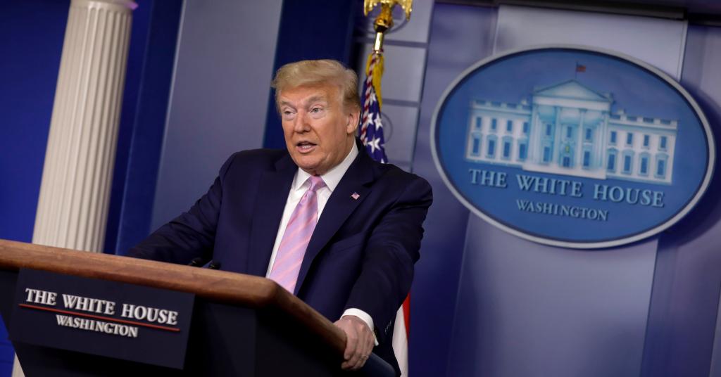 Placeholder - loading - Donald Trump, presidente dos EUA, fala durante coletiva diária sobre resposta a coronavírus na Casa Branca, em Washington, EUA, 10/04/2020. REUTERS/Yuri Gripas