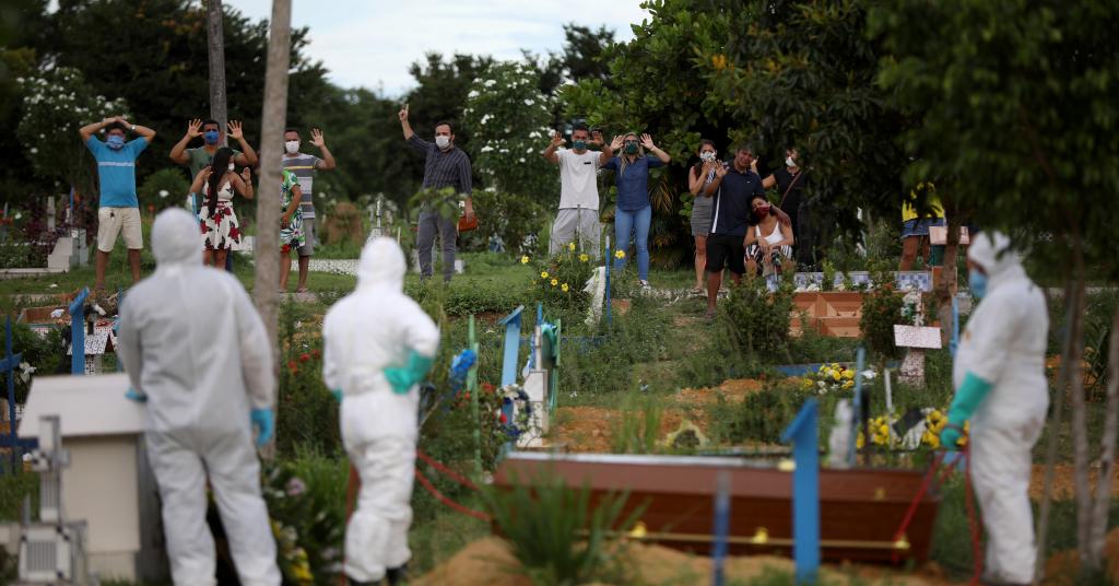 Placeholder - loading - Enterro de homem de 34 anos que morreu devido ao coronavírus em cemitério de Manaus 10/04/2020 REUTERS/Bruno Kelly