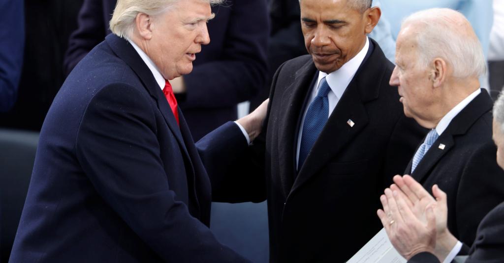 Placeholder - loading - Presidente Donald Trump cumprimento ex-vice-presidente Joe Biden e o ex-presidente Barack Obama. 20/1/2017.   REUTERS/Lucy Nicholson