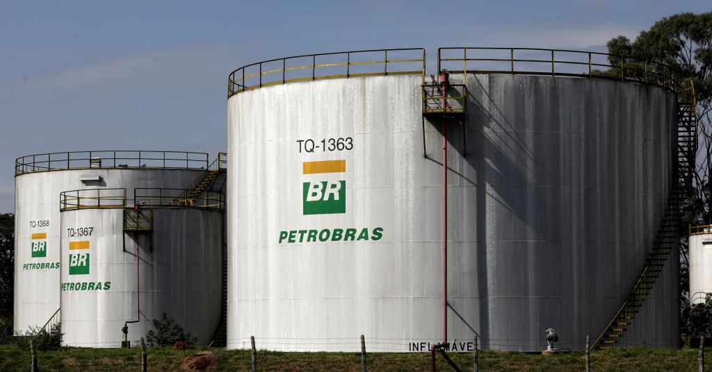 Placeholder - loading - Tanques em refinaria da Petrobras em Paulínia (SP)  01/07/2017 REUTERS/Paulo Whitaker