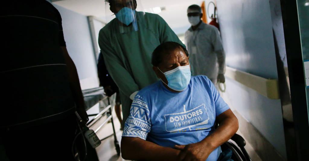 Placeholder - loading - Cacique Aritana é visto ao chegar a hospital em Goiânia no mês passado 22/07/2020 REUTERS/Ueslei Marcelino