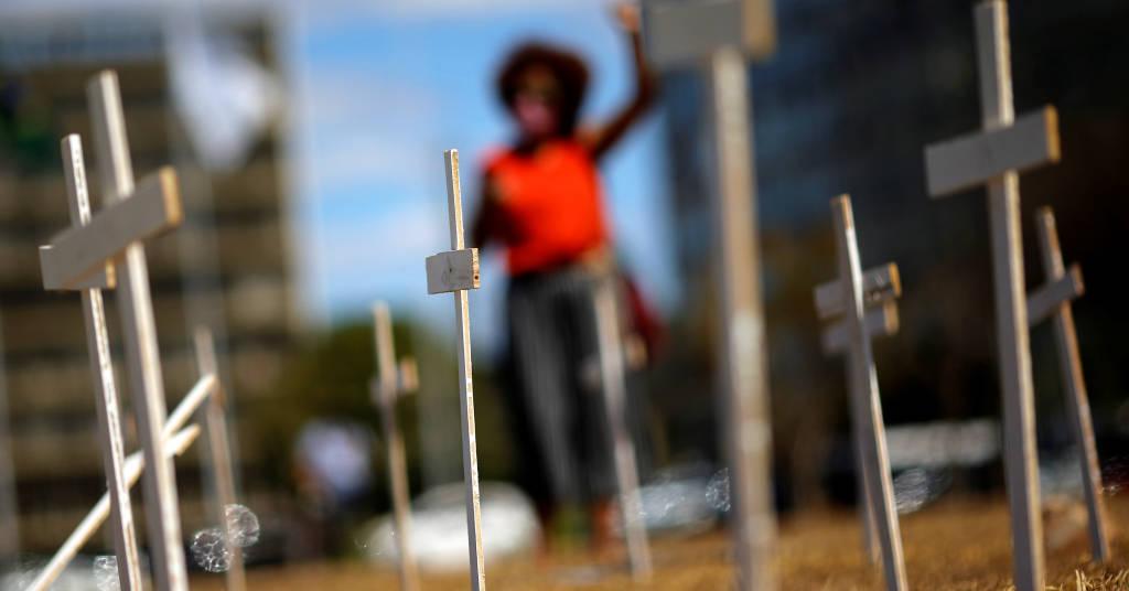 Placeholder - loading - Cruzes colocadas em Brasília para marcar os mortos pela Covid-19 no Brasil  12/08/2020 REUTERS/Adriano Machado
