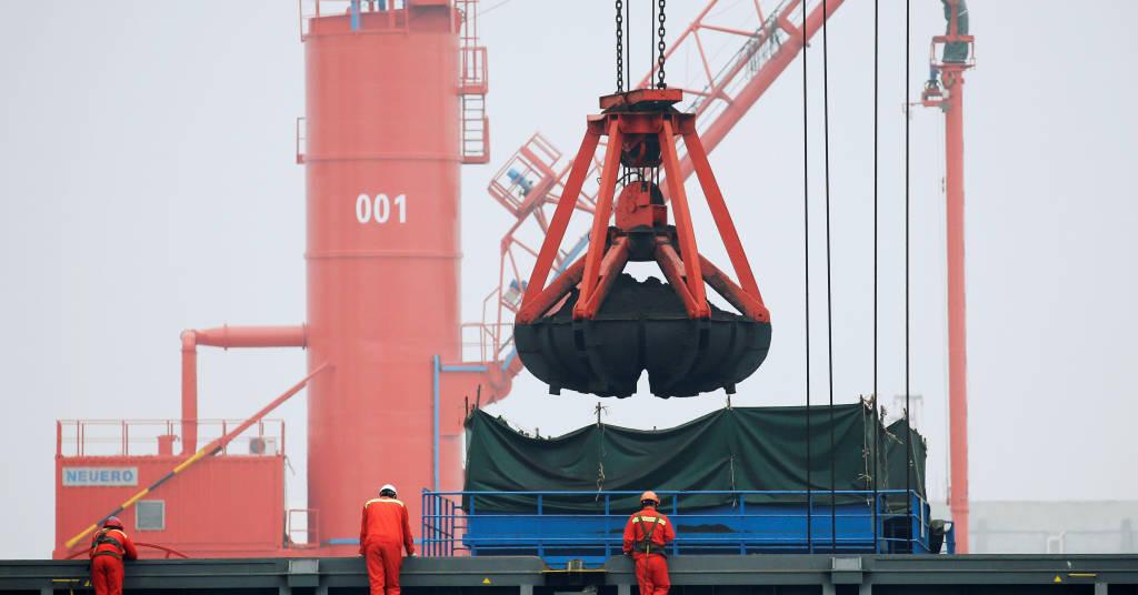 Placeholder - loading - Carvão é carregado no proto de Qingdao, na China.  REUTERS/Jason Lee/File Photo