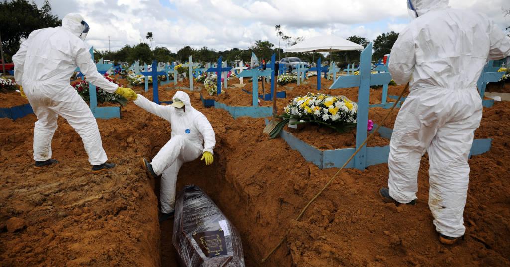Placeholder - loading - Enterro de vítima da Covid-19, em Manaus. 17/1/2021. REUTERS/Bruno Kelly