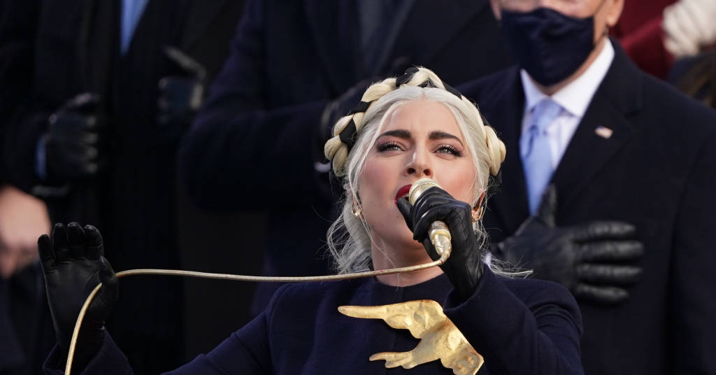 Placeholder - loading - Lady Gaga canta o hino nacional na posse de Joe Biden 20/01/2021 REUTERS/Kevin Lamarque