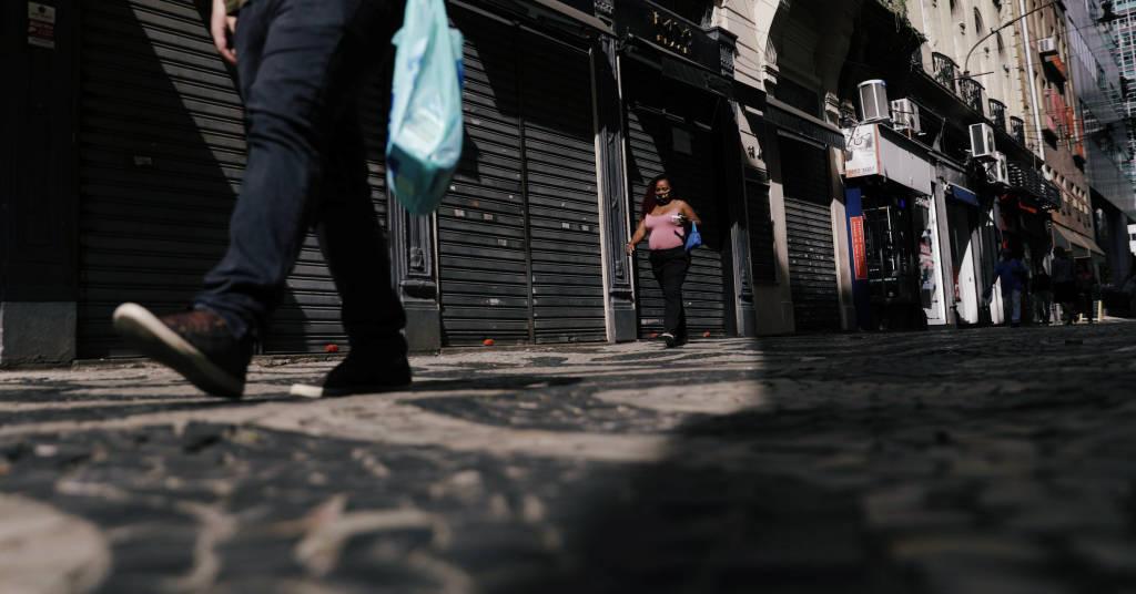 Placeholder - loading - Lojas fechadas no centro do Rio de Janeiro. REUTERS/Ricardo Moraes