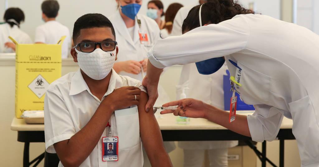 Placeholder - loading - Profissional de saúde recebe dose da CoronaVac, no Hospital das Clínicas, em São Paulo 18/01/2021 REUTERS/Amanda Perobelli