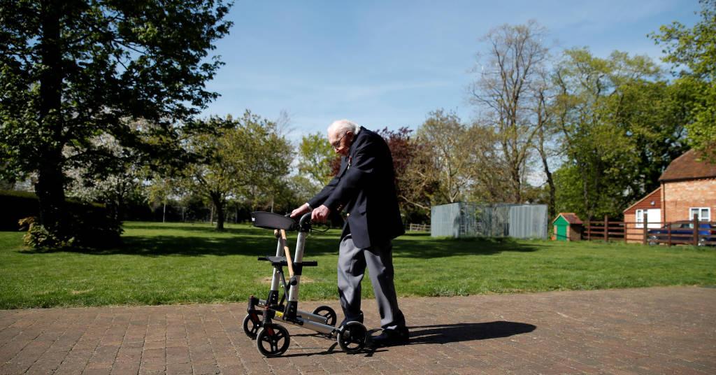 Placeholder - loading - Capitão Tom Moore caminhou em seu jardim para arrecadar fundos para profissionais de saúde 15/04/2020 REUTERS/Peter Cziborra
