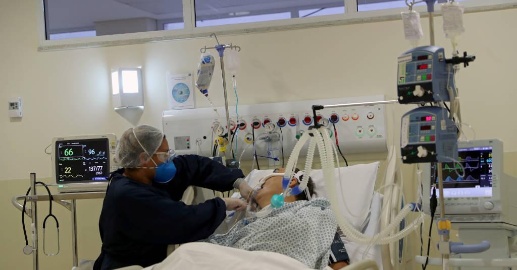 Placeholder - loading - Enfermeira trata paciente com Covid-19 na UTI de hospital em São Paulo 03/06/2020 REUTERS/Amanda Perobelli