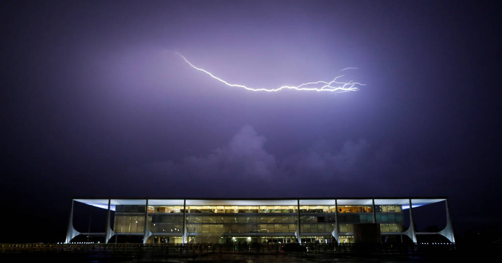 Placeholder - loading - Raio ilumina o céu sobre o Palácio do Planalto 03/02/2021 REUTERS/Ueslei Marcelino
